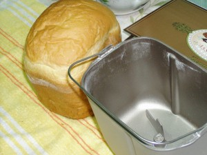 хлеб вынули из ведерка хлебопечки
