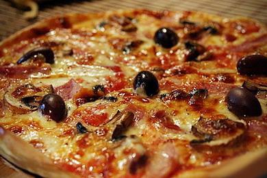 Пицца с помощью хлебопечки. Pizza Regina. Королевская пицца regina.