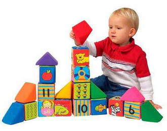 Выбираем игрушки по возрасту ребёнка. Кубики