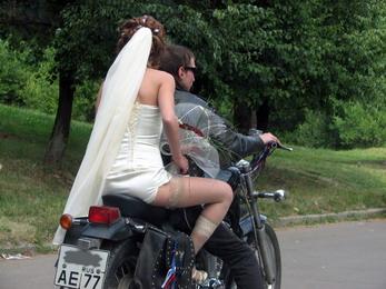 В ЗАГС на мотоцикле