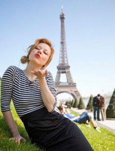 Модная полосатая майка - основа гардероба француженки